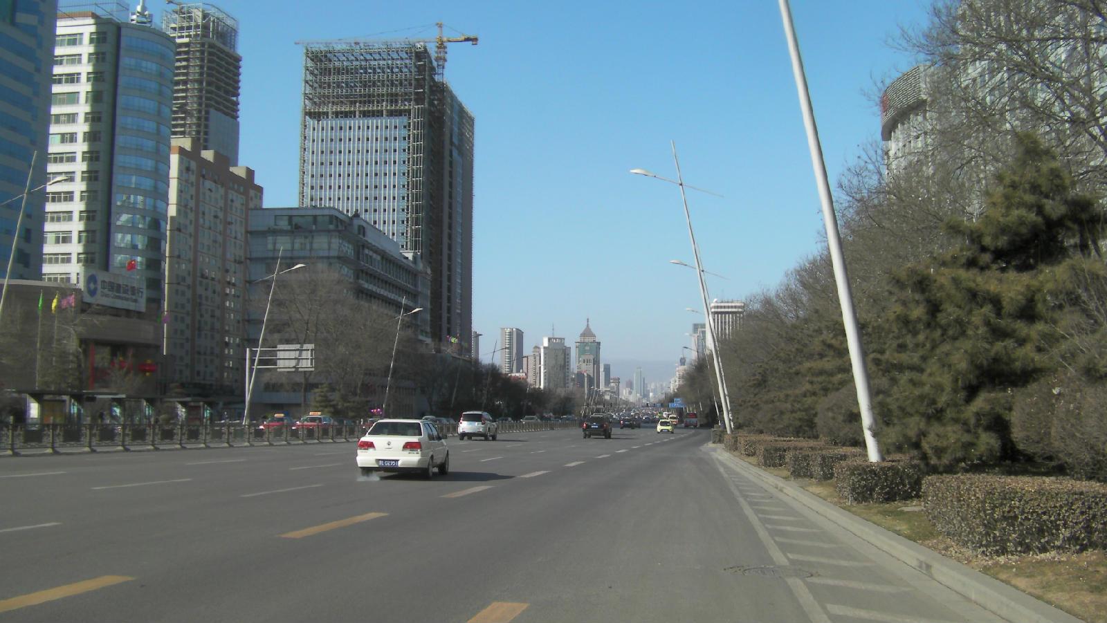 太原市迎泽大街和五一广场