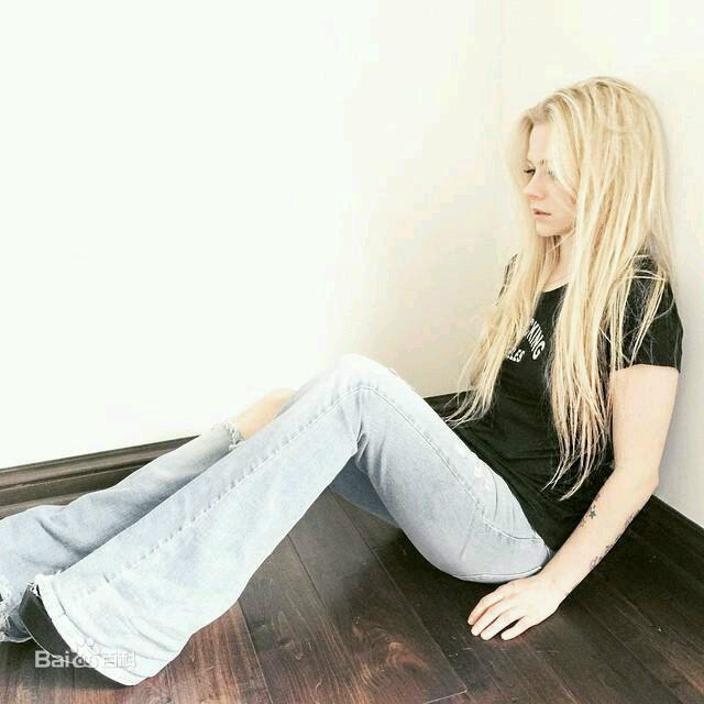 喇叭裤图片_百度百科 Avril Lavigne