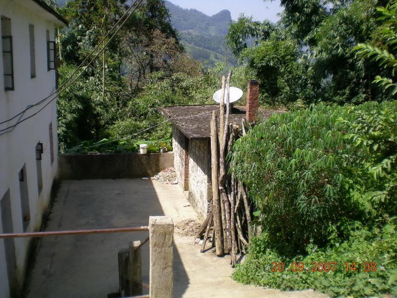 东邻马关县小坝子,南邻越南,西邻桥头乡老街子村,北邻咪湖河.图片