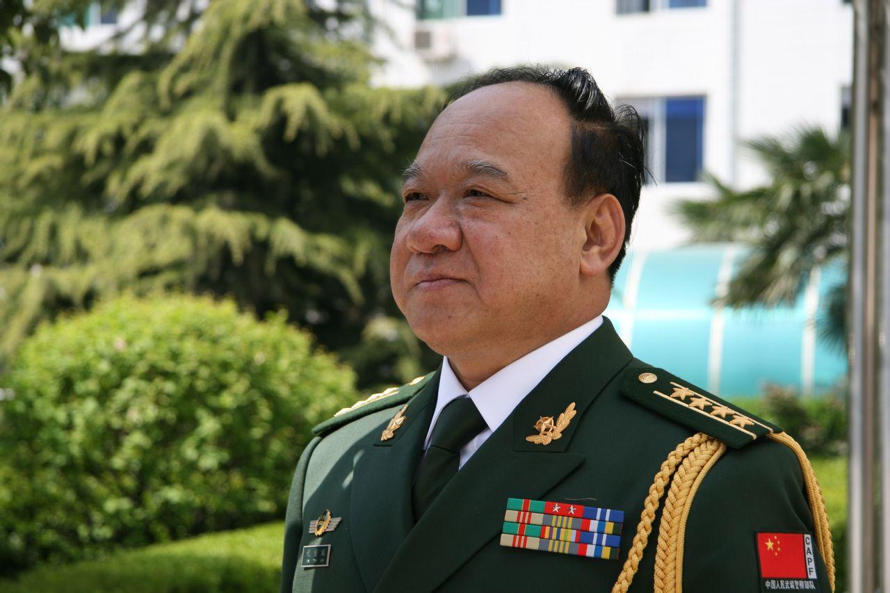陕西拥军爱民书画院军事校长,西安华西大学小学名誉,中国法学院长厦门初中升名誉图片