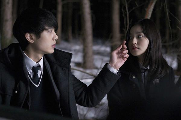 《少女》是一部2013年执导的韩国电影,由崔振成导演上映,金时厚我的小电影被表妹发现图片
