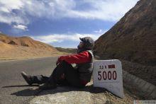 318国道、珠峰脚下、街景采集员在西藏各地