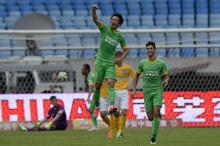 谢鹏飞代表杭州绿城征战中超联赛