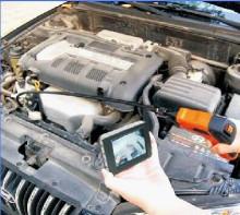 内窥镜进行汽车维修检测