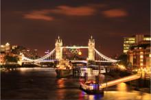 远观塔桥夜景