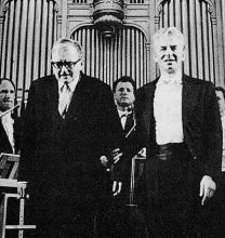 晚年的肖斯塔科维奇与指挥大师卡拉扬合影