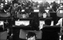 """上网成了许多大学生最""""重要""""的课外活动"""