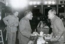 小平同志与胡乔木院长