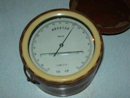 目录 1科技名词定义编辑 空盒气压表扁平的金属膜片空盒组构成,盒内图片