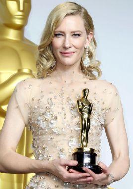 8奥斯卡最佳女主角_第87届奥斯卡最佳女主角朱利安·摩尔获奖喜