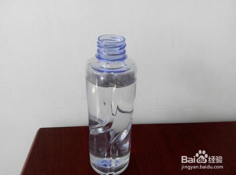 用干净的矿泉水瓶,灌适量的清水,如果是自来水最好晾晒两日,如果是图片