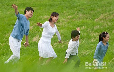 谁跟妈妈玩���)��,_陪孩子一起出去玩,有益于孩子的身心健康,有助于孩子和爸爸妈妈