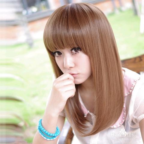 齐刘海的女生长款直发梨花头发型是不是让女生看起来十分甜美而可爱的图片
