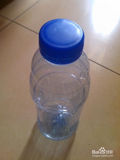 手工/爱好 > 手工艺  1 将矿泉水瓶去掉外皮.图片