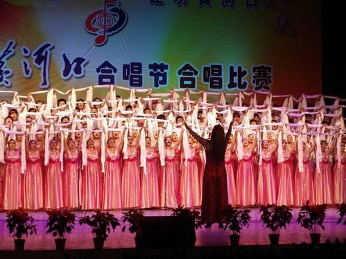 人员的挑选与分声部,歌曲的教唱,合唱队的指挥,合唱队形的编排,朗诵图片
