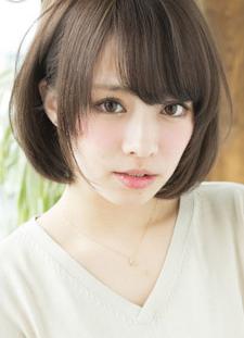 3 长发不失为菱形脸必备的发型,长发经过烫卷后更加蓬松,卷曲的头发图片