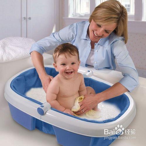 爸爸给女儿洗澡好不好