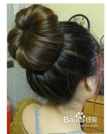 蓬松大花苞头的扎法步骤图解时尚发型简单搞定图片