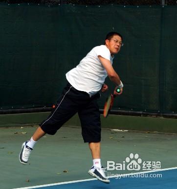 网球发球的技巧图片
