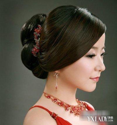 郑希怡结婚土豪婚礼中式新娘盘发贵气喜气正红盘头发型图片 (400x427)图片