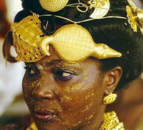 非洲土豪原来是这样炫富的,不带几斤黄金不出门,这种操作你学的来吗?图片