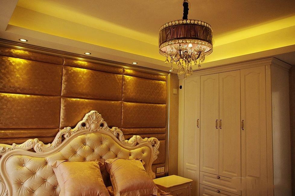 美式风格三室一厅123平家居装修效果图餐厅餐桌花瓶装修效果图图片