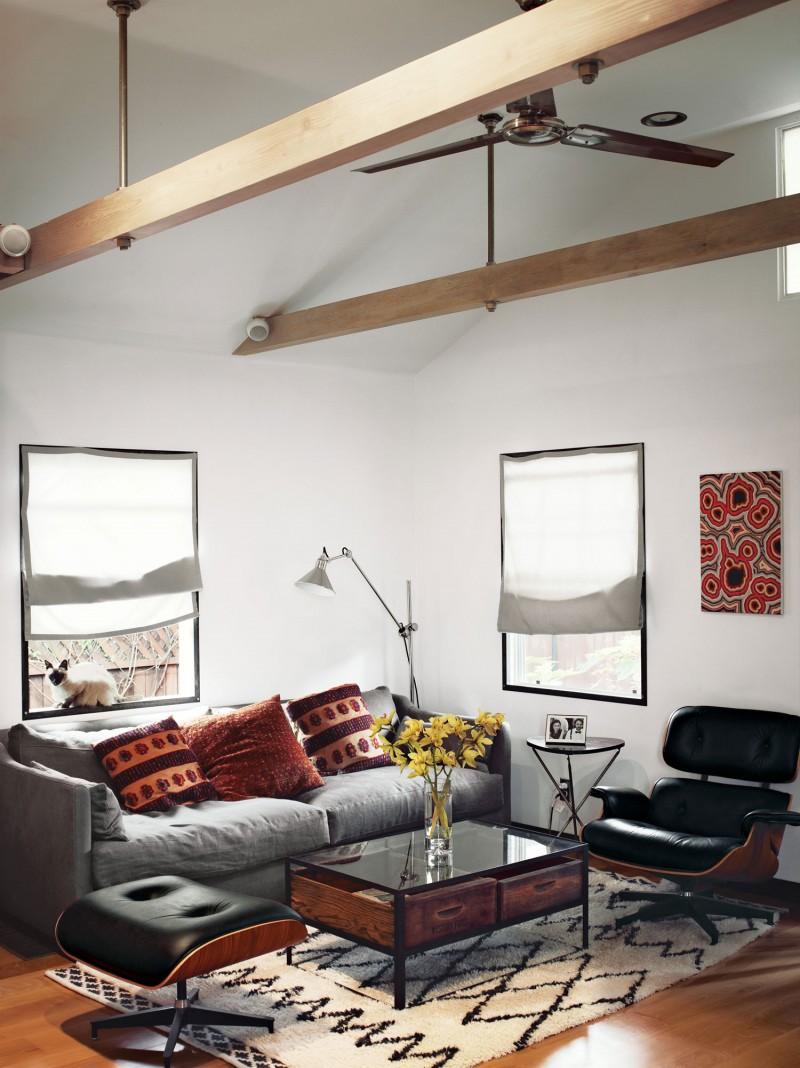 54平小阁楼一居美式家庭餐厅餐桌花瓶装修效果图