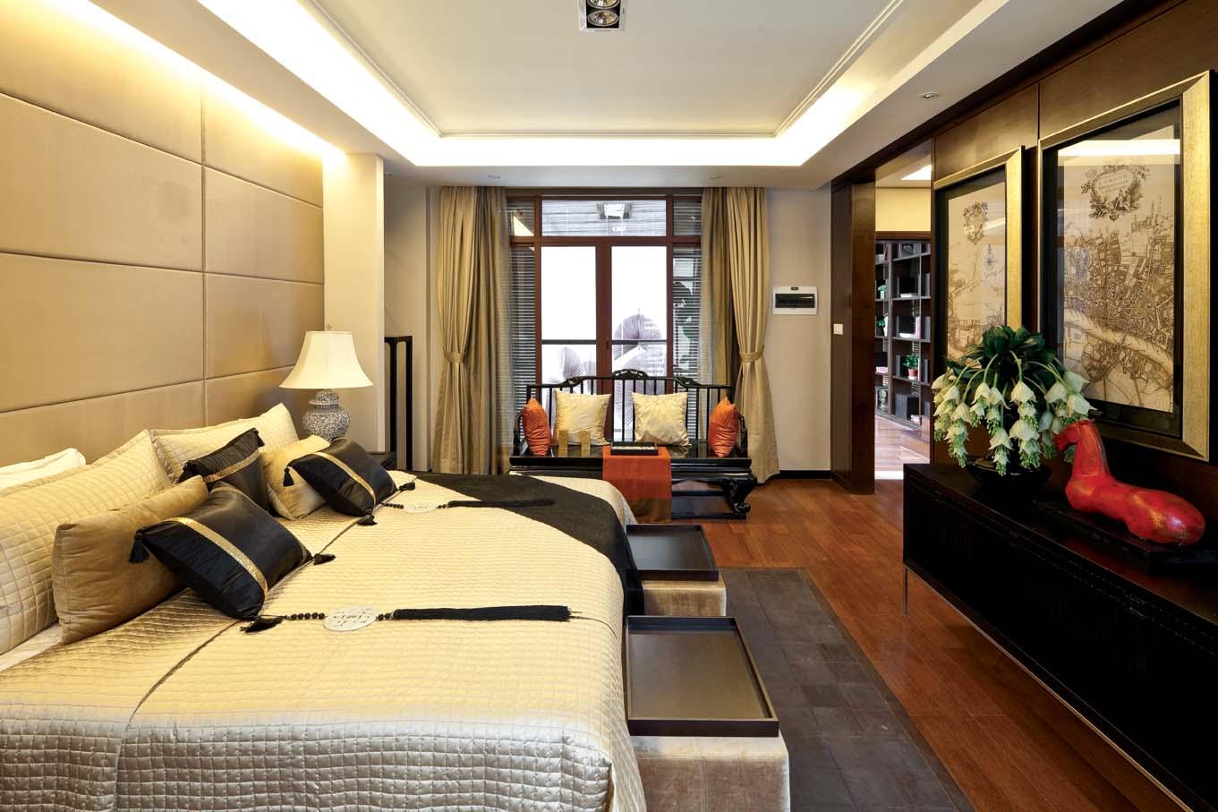 2013中式风格别墅新房床头背景墙吊顶大卧室带阳台装修效高清图片
