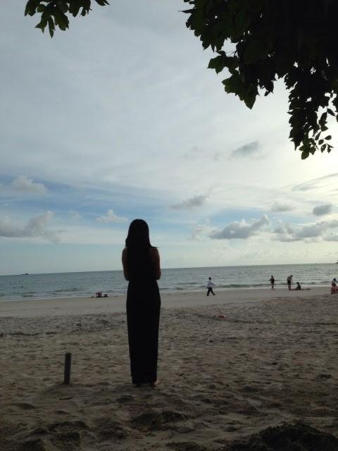 傍晚跟小情侣去珍南海滩游泳,来张装逼背影照哈哈图片
