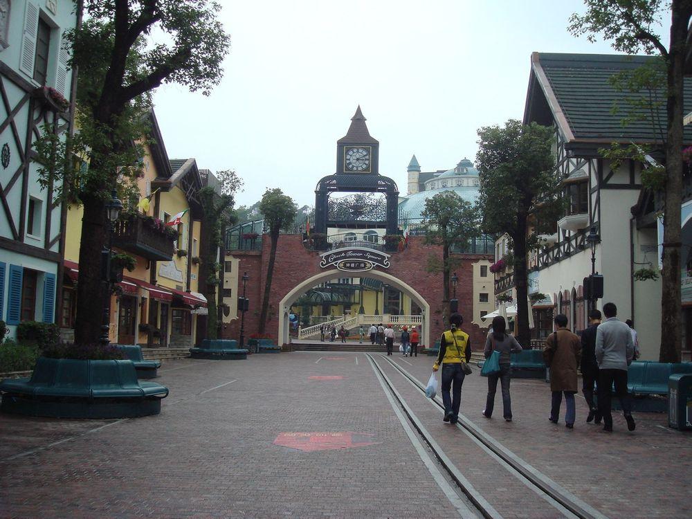 具有中欧山地建筑风格的小镇大街.图片图片