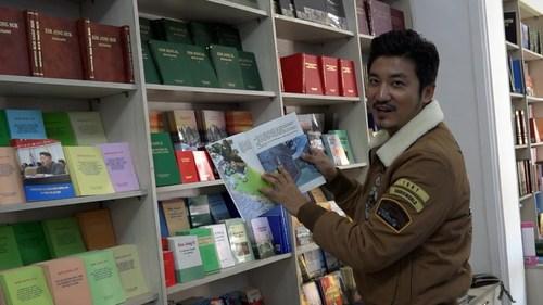 邻国的书店什么样?很多人学中文,阿里郎十万人演出每家每户都参加