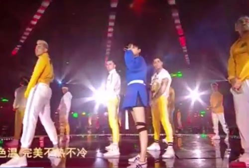 李宇春跨年演唱会一首《流行》嗨爆全场,一双大美腿很是吸睛啊!