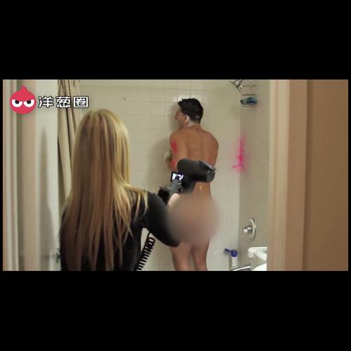 女友拿彩弹枪怒射正在洗澡的男友,这样的女朋友我可不敢要!