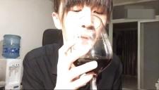 papi酱――上流社会品酒教学。愿你和我一样优雅