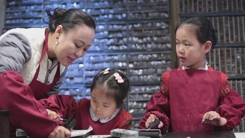 揭秘中国千年活字印刷术,融铅铸字排版上墨,惊艳世界!