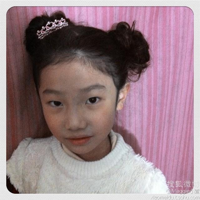 小女孩头上的迷你小皇冠应戴在哪里好看图片