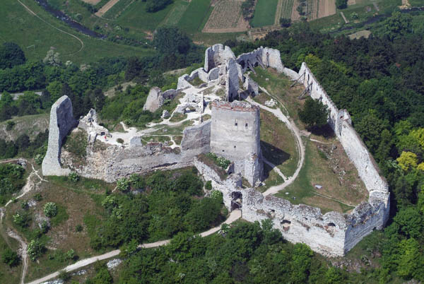 请问李·克斯特伯爵夫人的城堡在哪?