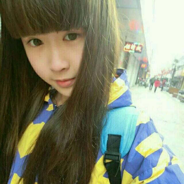 大眼睛长发齐刘海17岁女生照片一人多张图片