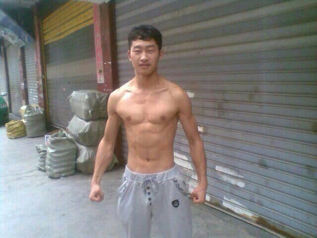 求肌肉男和健身女的健身前后对比图, 要写练多久,最一