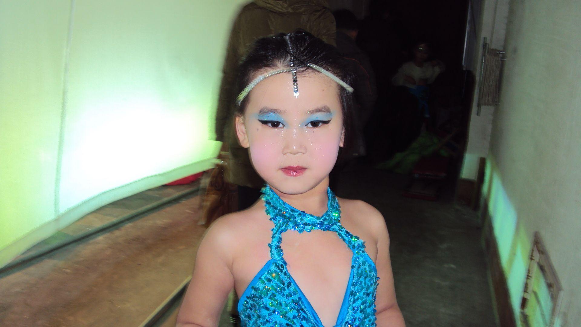 拉丁 舞比赛的穿着化妆注意事项 23 2011-05-02 拉丁 舞彩妆怎么画图片