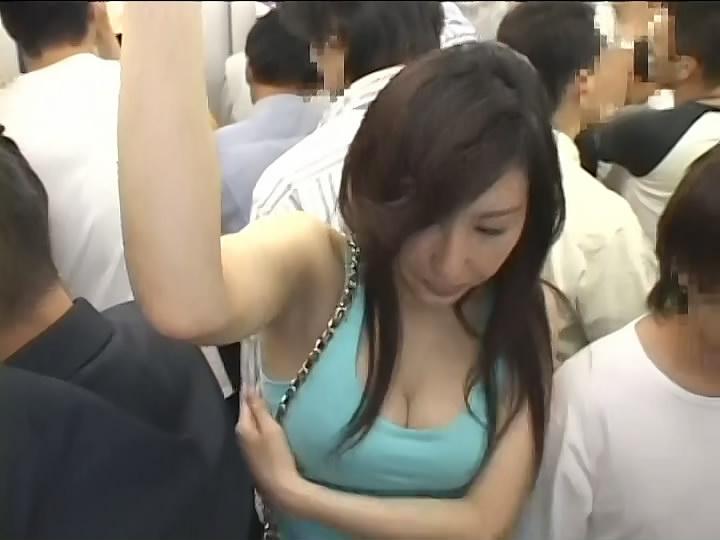日本地铁蓝衣女全图