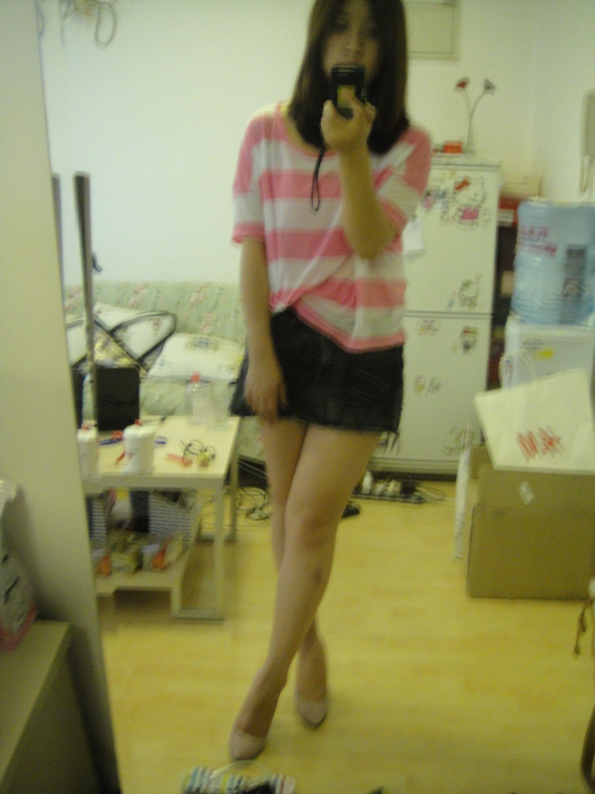 求一美女穿短裙照张照片来