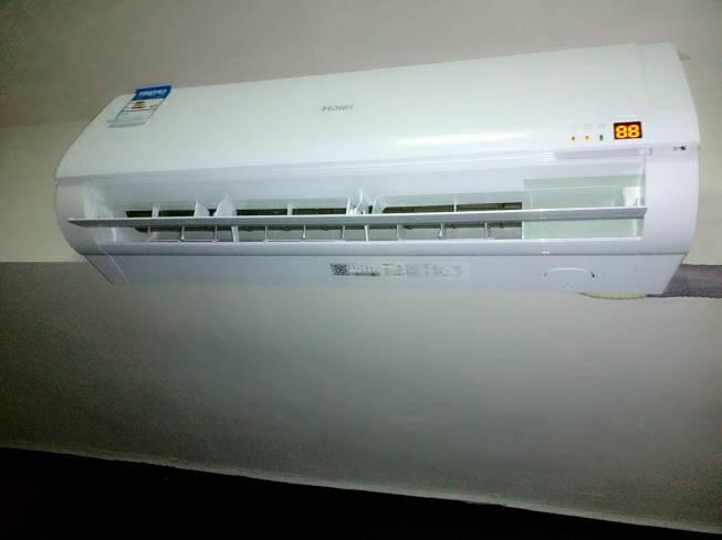 海尔空调开关_海尔空调,刚安装,安总 开关 灯亮显示88