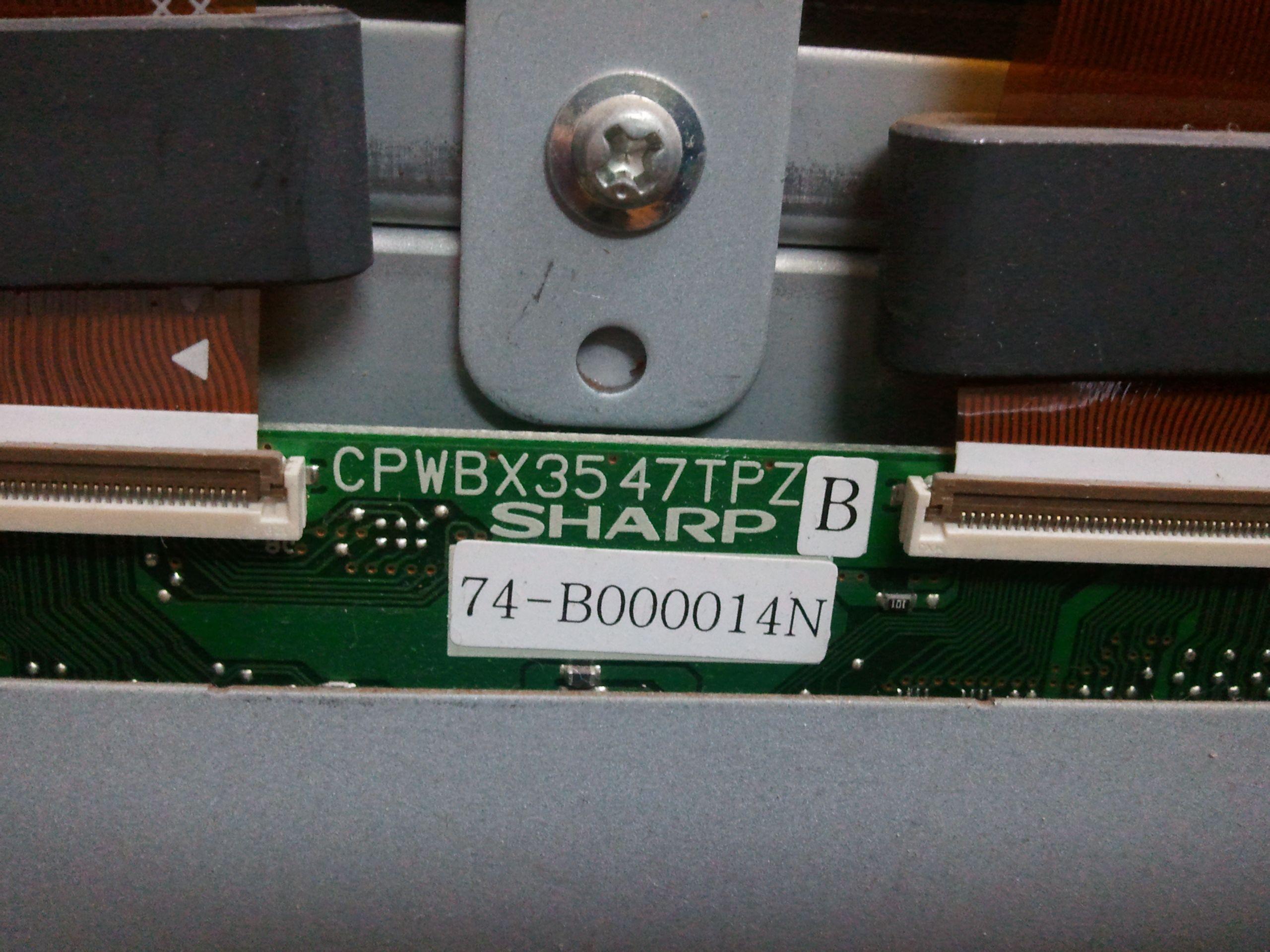 看来是两侧的驱动电平不一致造成的,液晶屏由2组电路驱动,高清图片