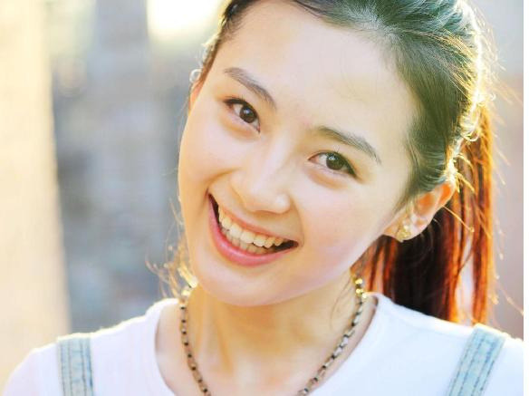 图中的女孩是路晨还是杨亚呢?