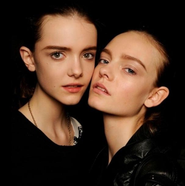 这两个外国美女叫什么名字呢?