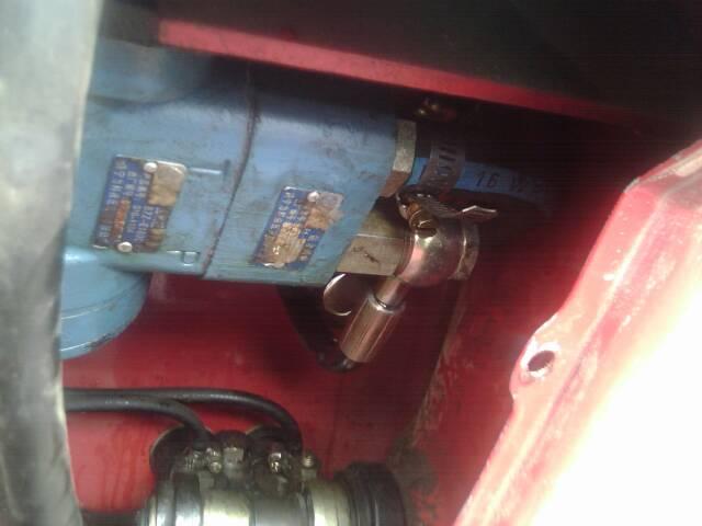 东方红拖拉机液压转向器下面的空心螺丝漏油怎么办?是图片