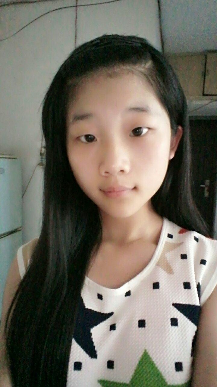 娃娃头这种头发适合留斜刘海吗,我以前是齐刘海,暑假的时候就把刘海图片