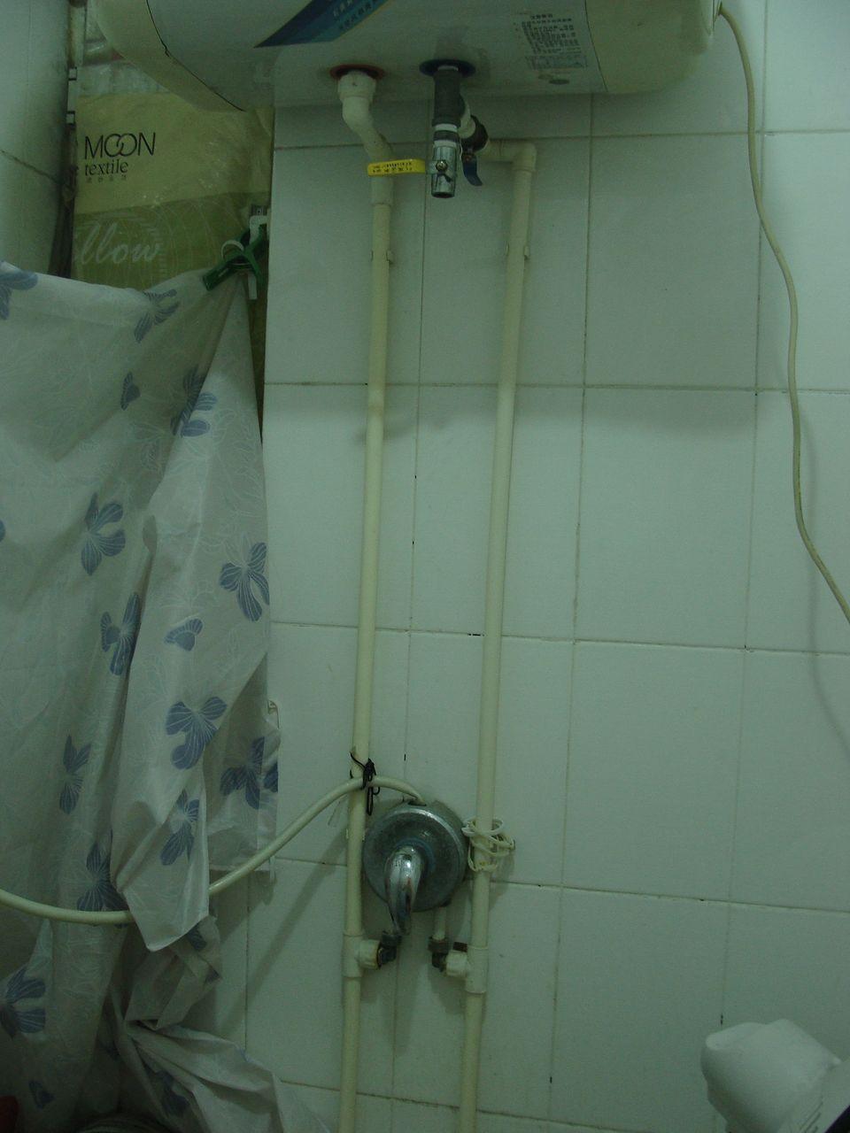 请问这水管走的对吗?左侧是热水管,右侧是凉水管.图片
