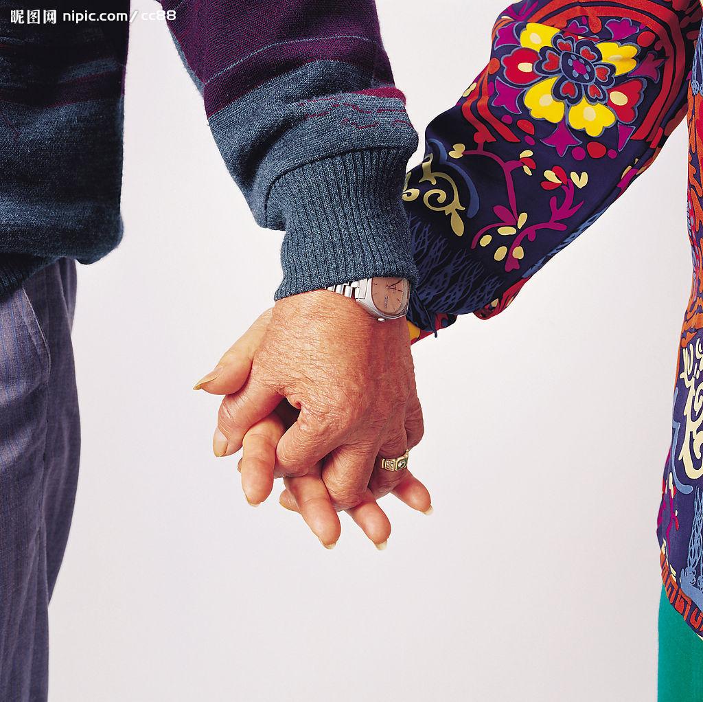 老夫妻牵手背影图片 老夫妻牵手背影头像 老夫妻恩爱图片 恩爱老夫妻